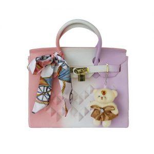 Tout nouvel arrivage de sac à main class and chic, sac à main multicolore accompagné de nounours et un foulard .