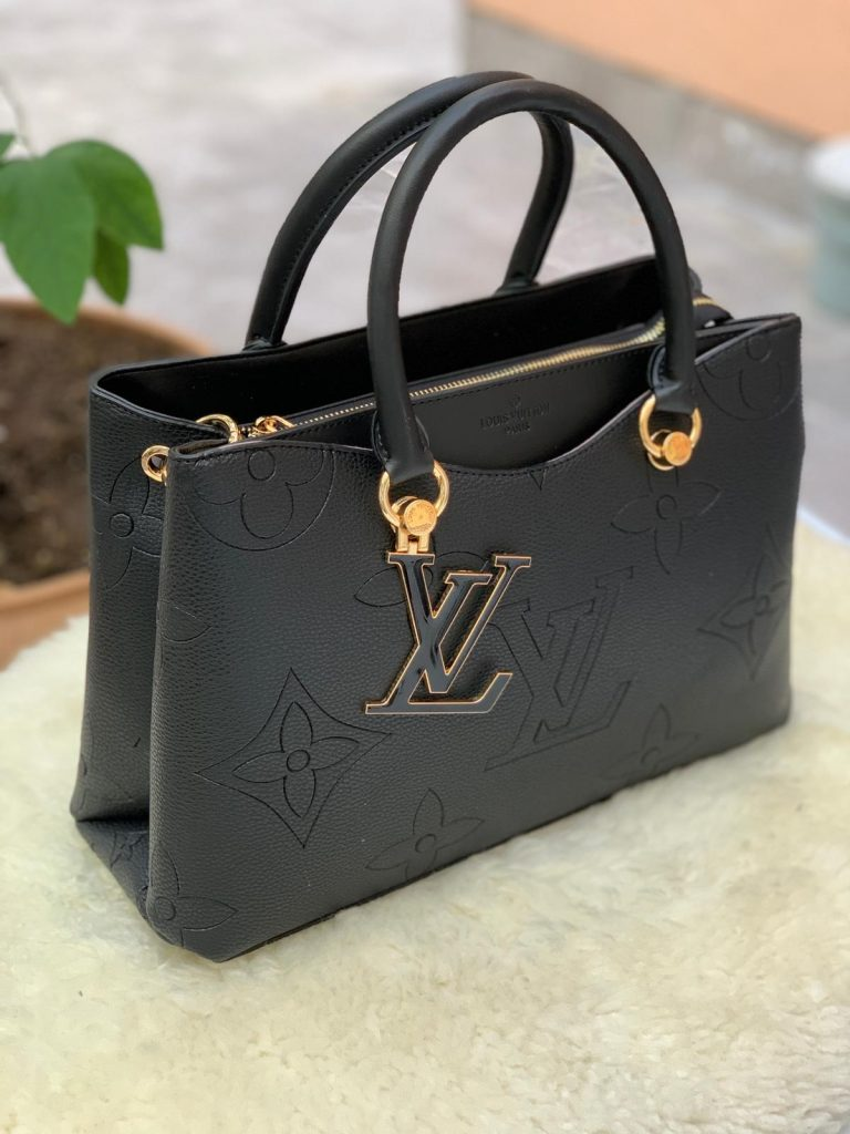 sac Louis Vuitton noir mat